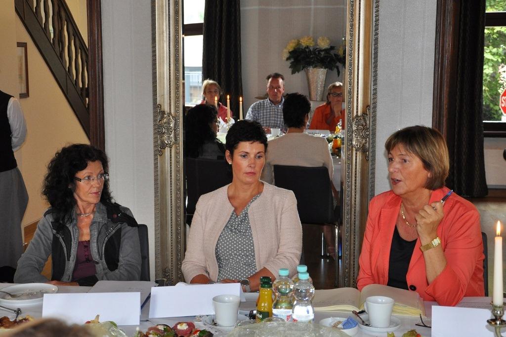 Bundesvorsitzende Ulla Schmidt Besucht Haus Der Lebenshilfe In Magdeburg Landesverband Der Lebenshilfe E V